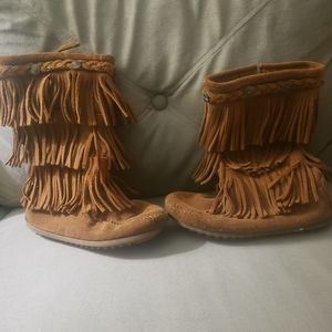 Minnetonka Girls 3-layer Fringe Boots size 13